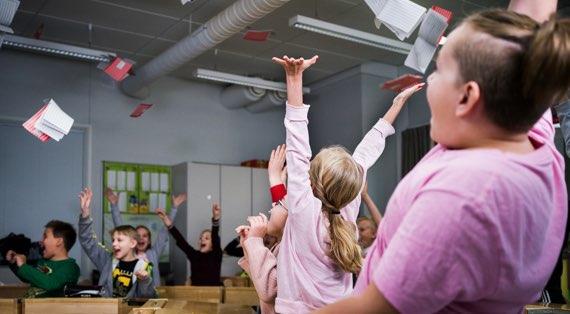 Mahdollistajat - Koululaiset iloitsevat